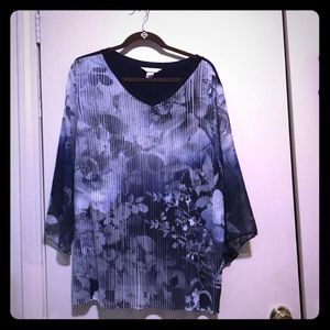 Easy wear navy floral top